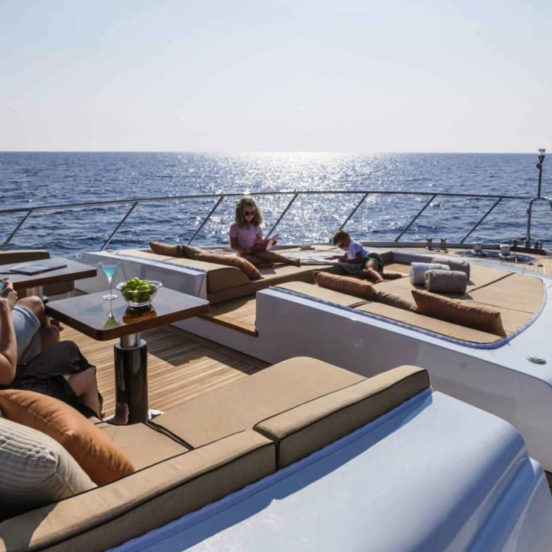 2000-collection-family-friendly-yacht-charter