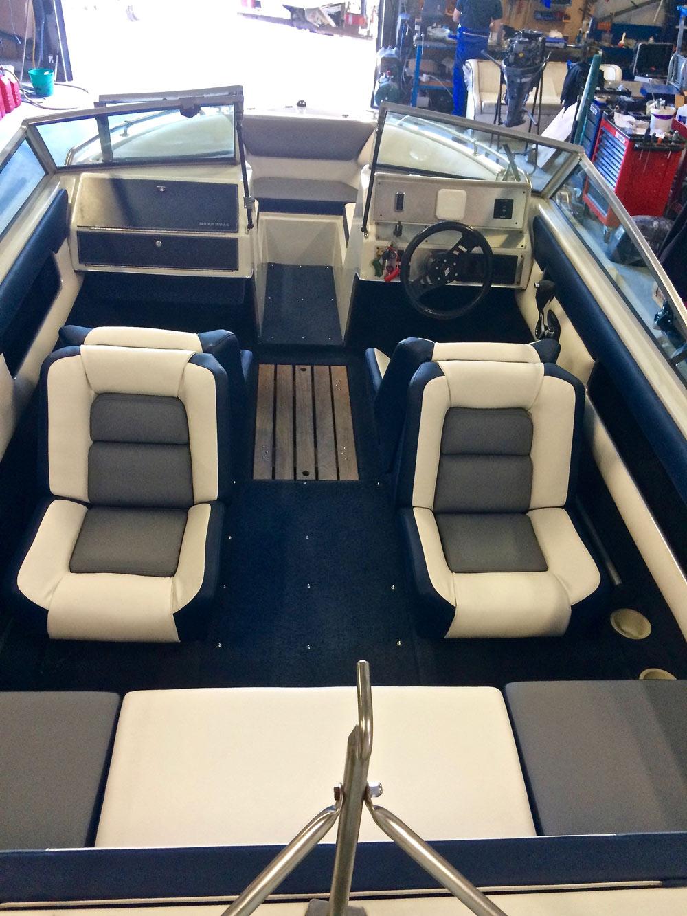 La sellerie nautique fait partie des nombreux services nautiques proposés par BBS Marine, Expert bateau moteur à Hyères